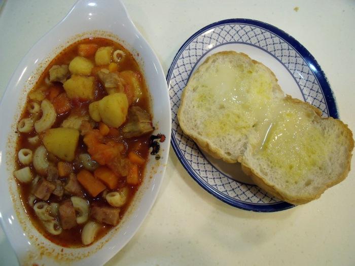 Luncheon meat w/ macaroni & crispy bun