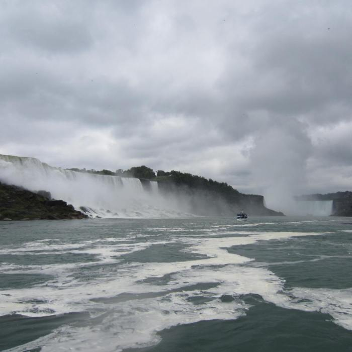 Moving away from the Horseshoe Falls & back to the dock