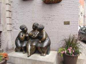 The Gossip Girls at Old Montreal