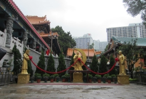 Statue of Yue Lao with the male & female by his sides
