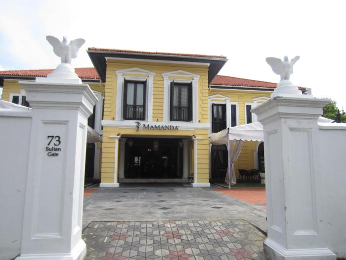 Yellow Mansion (Gedung Kuning) now houses a Malay-themed restaurant