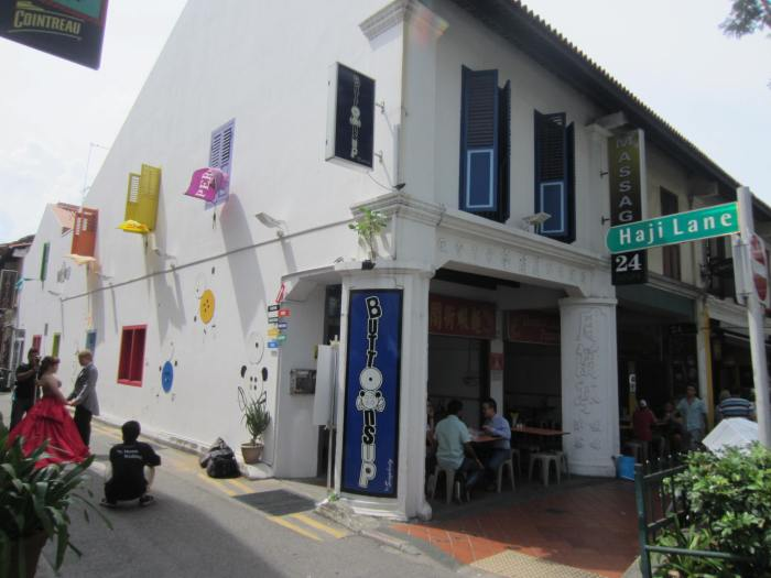 At the intersection of Haji Lane & Beach Road sits the famous Blanco Court Prawn Mee