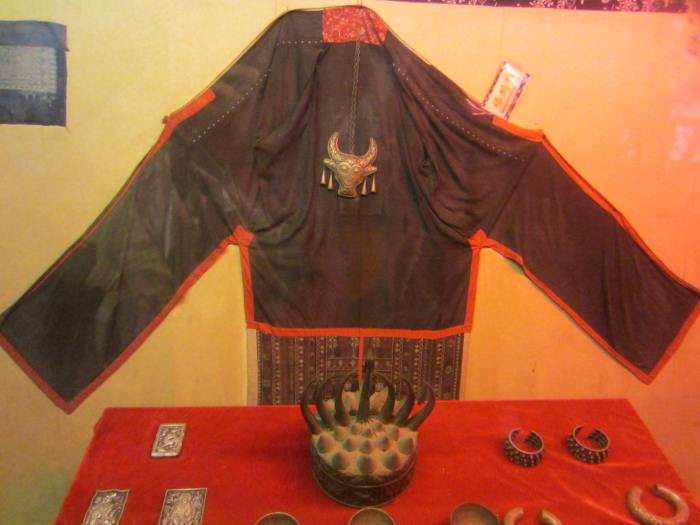 Outfit of the Tujia Socerer - 梯玛服
