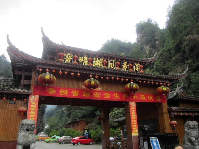 Finally reached Baofeng Lake Scenic Area after 1.5 hrs on the road!