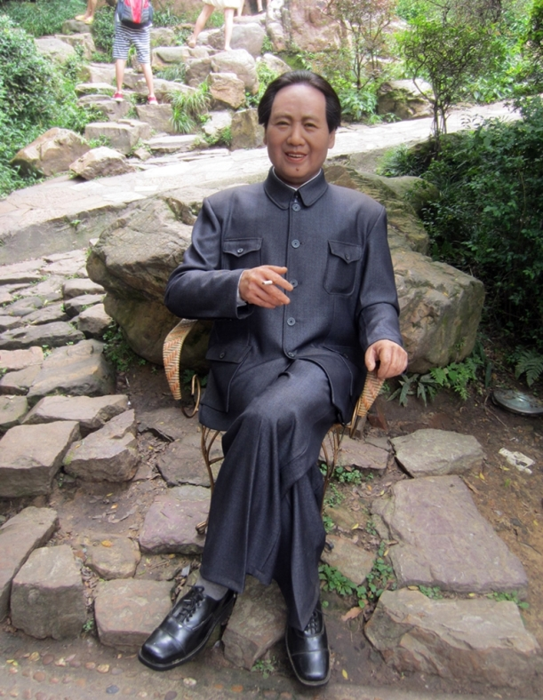 Statue of Mao Zedong