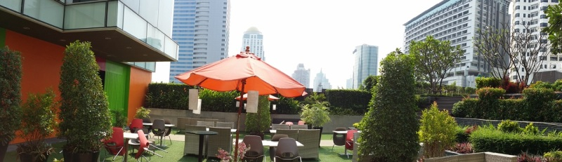Nice ambience at the outdoor dining area
