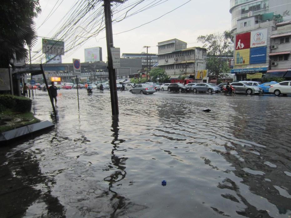 Flash flood on Asoke Road (Sukhumvit Soi 21)