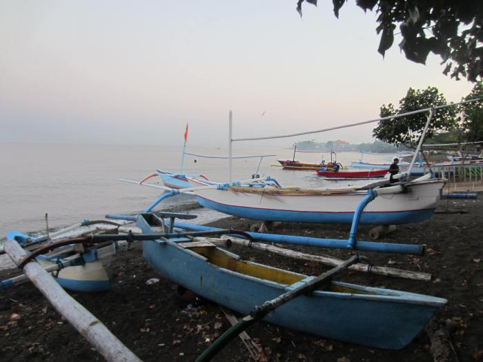 1 of the traditional outrigger boats that would take us out to sea