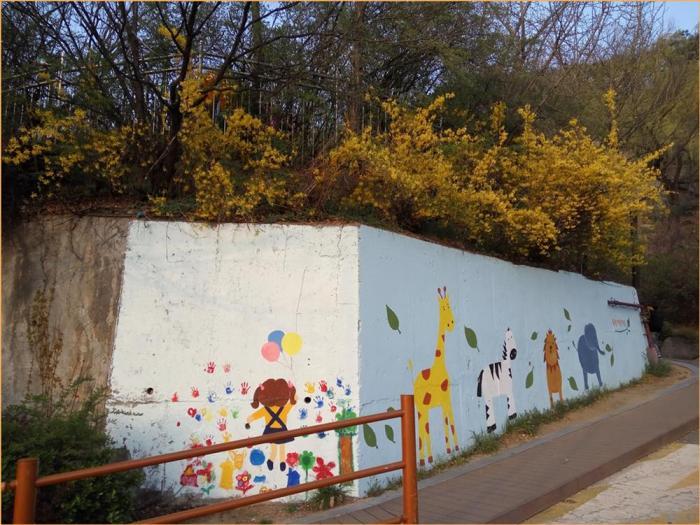 Outside Dongsung Nursery School