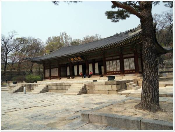 The biggest hall in the palace - Tongmyeongjeon