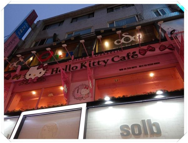 Fans of the famous mouthless cat, rejoice as you find this Hello Kitty Cafe!